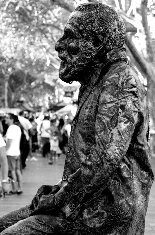 uomo o statua di fb