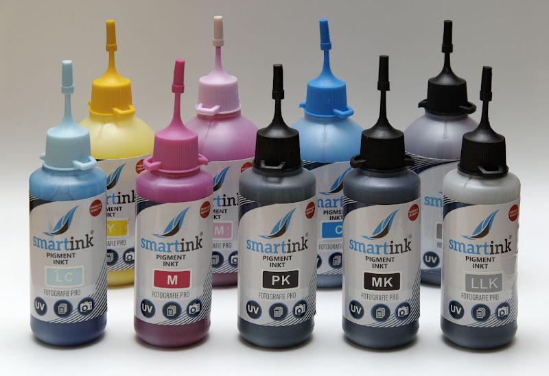 9 flesjes met verschillende kleuren inkt