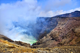 Photo: Vue sur le lac acide de l'Aso