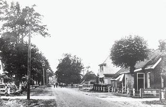 Photo: Stationsstraat, rechts woonhuis/winkel Heersping