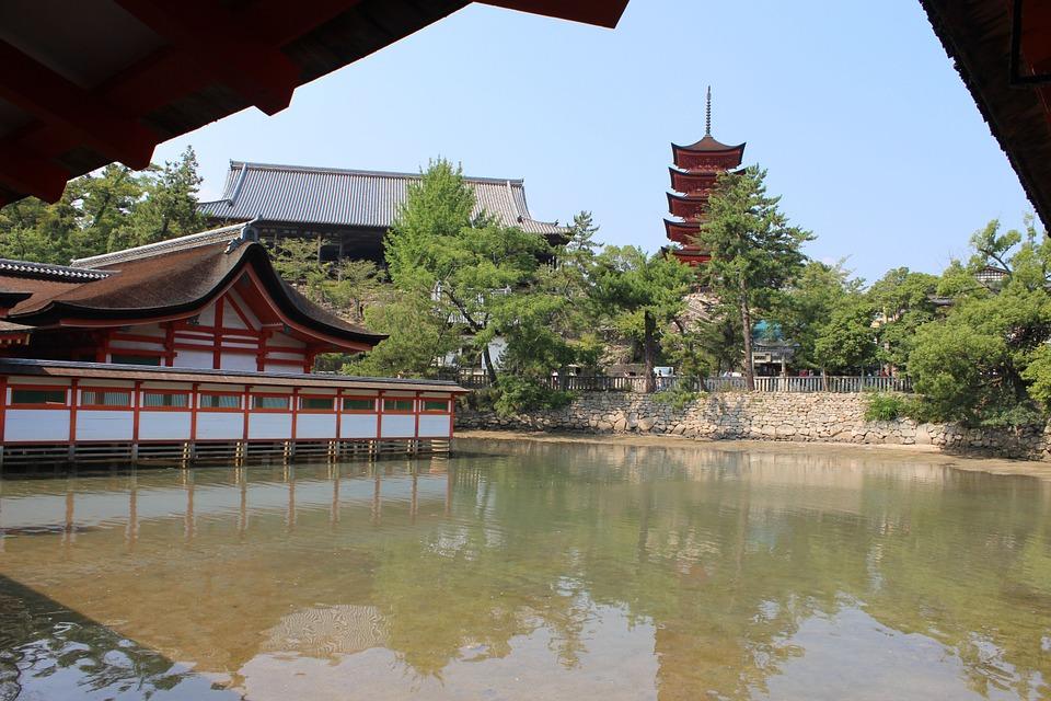 itsukushima-shinto-shrine-183362_960_720.jpg