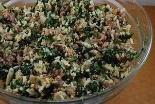 In one bowl mix 1/2 Swiss cheese bacon mushrooms spinach.  NOTE: Make sure you drain...