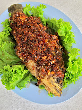 Photo: three-flavored crisp-fried grouper with lots of garlic and chillies