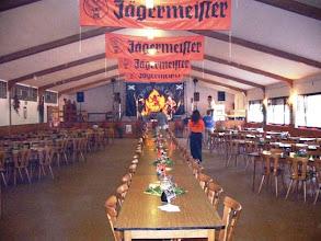 Photo: Noch leere Halle.