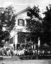 Photo: Educandário Júlio Frederico Koeler. Este foi o primeiro educandário particular da cidade, funcionando de 1876 a 1986. Localizava-se na Avenida Ipiranga. Foto do final do século XIX