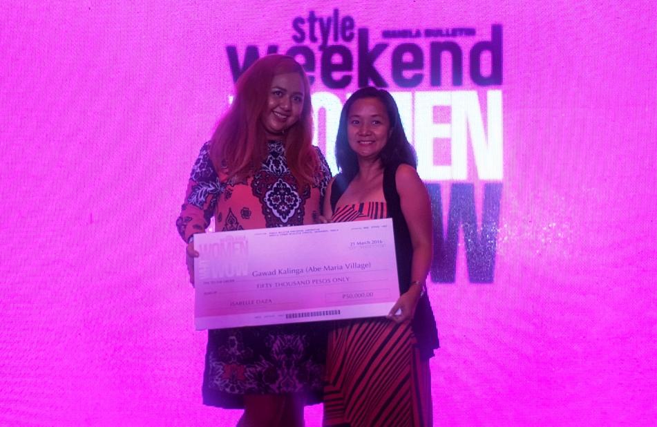 ISABELLE DAZA CHOSEN CHARITY GAWAD KALINGA ACCEPTS THE DONATION