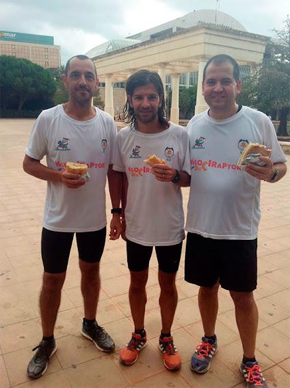 """Los velociraptors participan en el entrenamiento """"Running-Fallero"""" para la media maratón"""