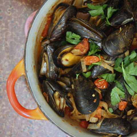 Mussels with Chorizo and Cherry Tomatoes Rezept | Yummly