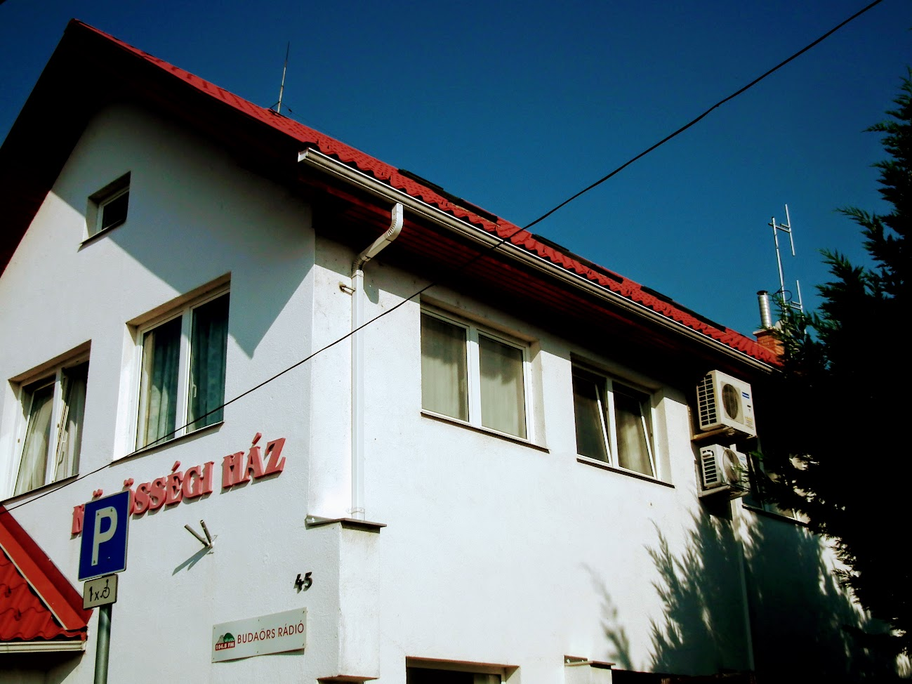 Budaörs/Kamaraerdő - helyi URH-FM adóállomás