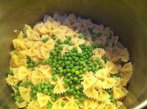 Cook pasta according to pkg. directions. Add frozen peas to pasta water during last 3...