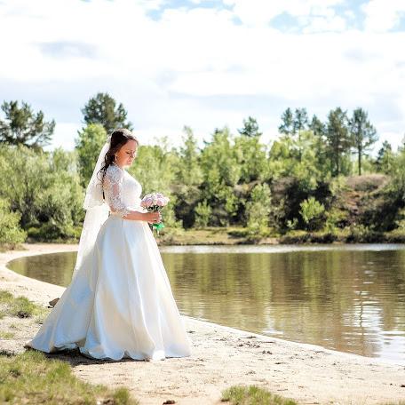 Wedding photographer Mari Nikulina (Hrisofemida). Photo of 24.09.2017