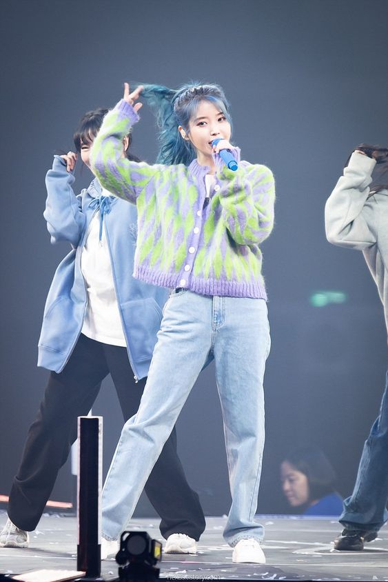 IU sweater 23