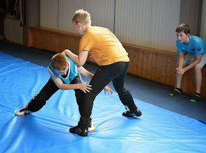 Photo: Approche de la lutte avec le jeu de la pince à linge