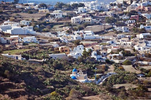 Santorini-north-of-Fira.jpg - The hillsides of Santorini, north of the capital of Fira.