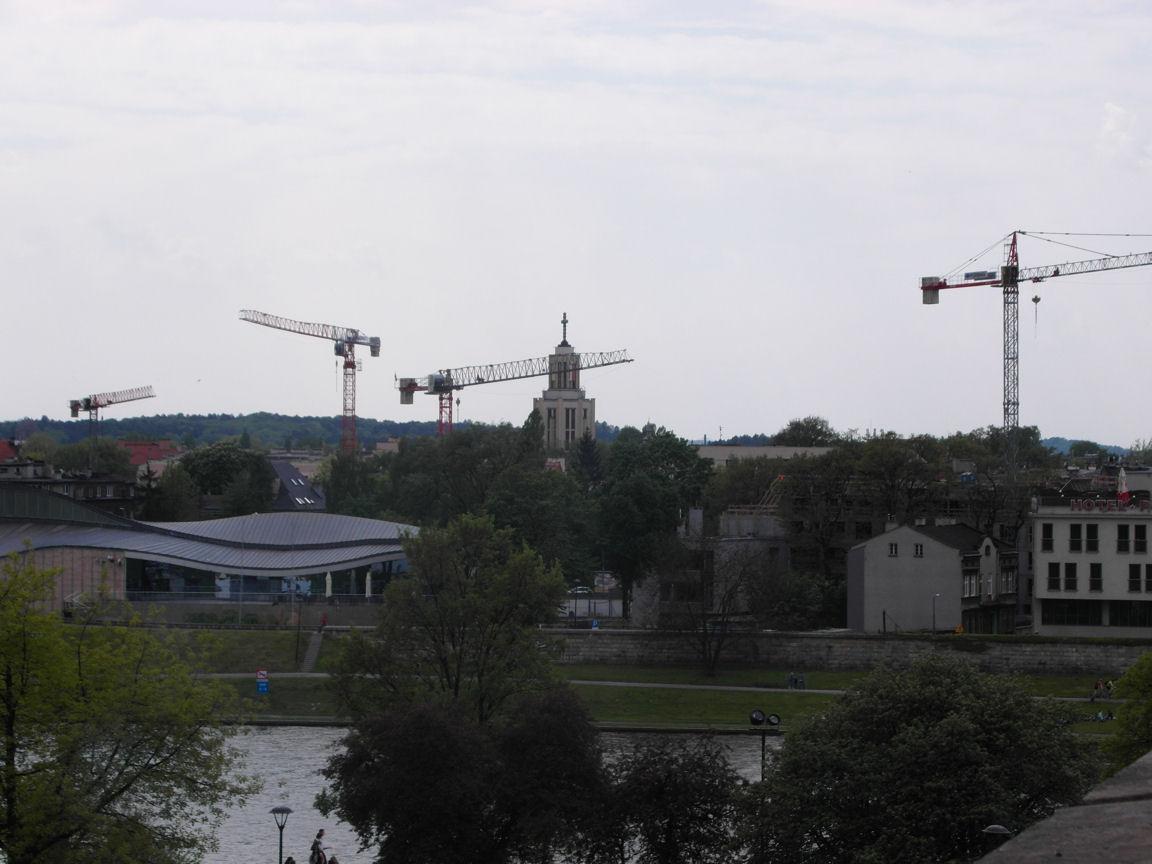 Majestatyczne żurawie rozbierają Kraków.JPG