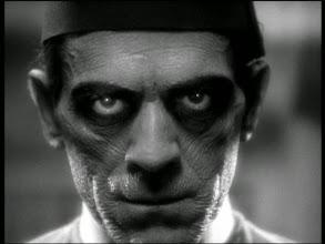 """Photo: Boris Karloff e o """"plano freezado"""" de """"A Múmia"""" (1932). http://filmesclassicos.podbean.com"""