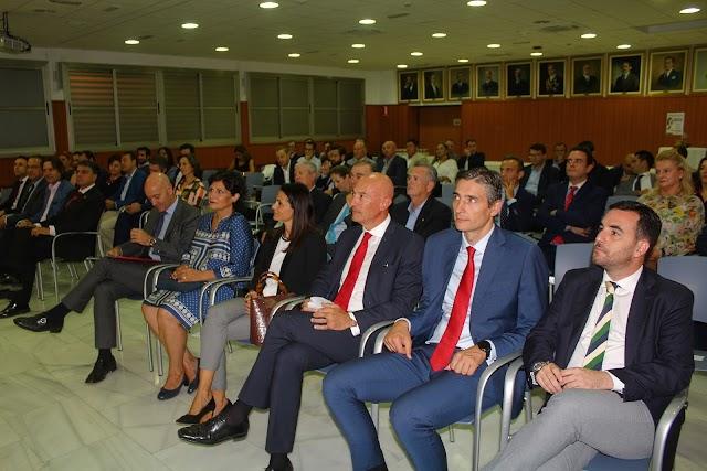 Representantes de la Diputación, Ayuntamiento de Almería y Banco de Santander.