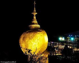 Photo: Birmanie-Kyaikhtiyo, La Golden Rock Pagoda.