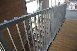 Photo: 工学部共用実験棟内階段