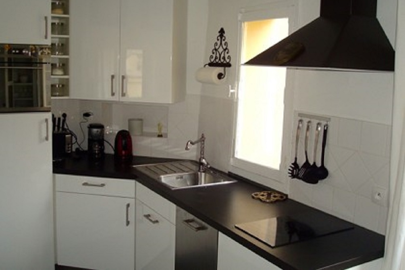 Expensive kitchen in 2 Bedroom Apartment in Marais Charlot