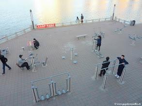 Photo: #016-Un espace de sport devant l'hôtel Yuh Shan à Chengde