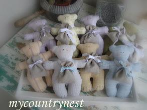 Photo: Orsetti con sacchettino lino pieno di lavanda (il sacchettino può essere usato come portaconfetti)