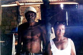 Photo: A casa de farinha ou quitungo é espaço característico e materializa o saber da construção e da produção de alimento. Angelin, junho/ 2002