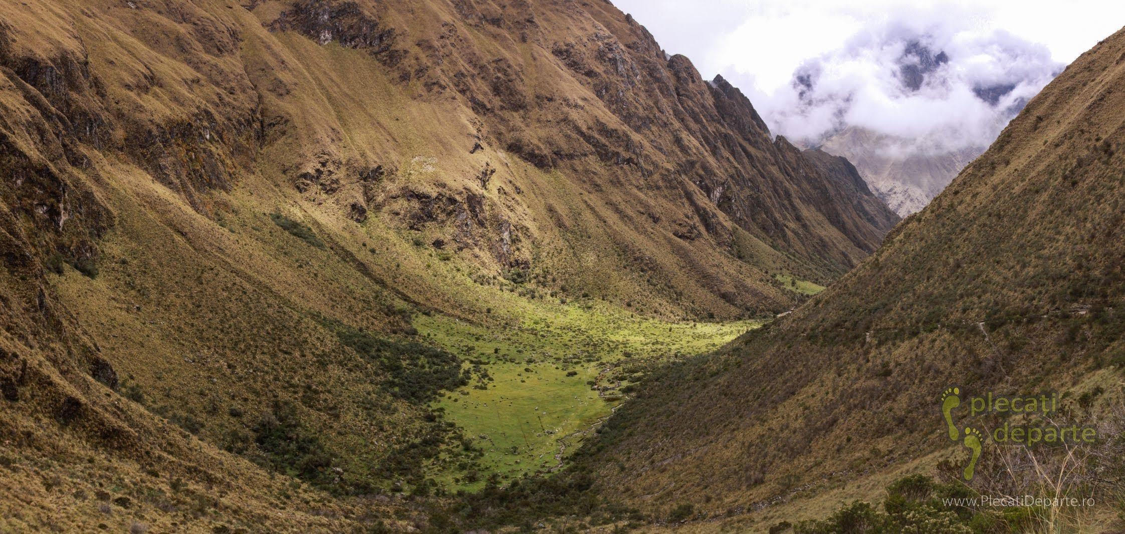 valea din care am urcat in ziua a 2-a, pe Inca Trail spre Machu Picchu, in Peru
