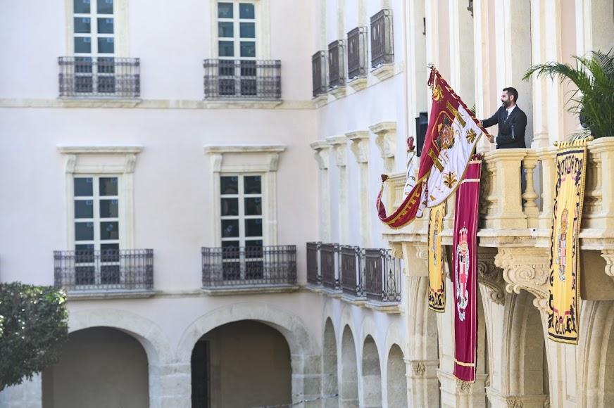 Desde el balcón del Ayuntamiento de Almería.