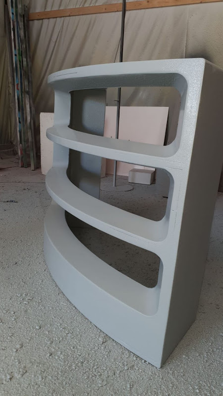 Touche pas à mon poste - 3D meubilair - gebogen balie