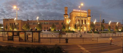 Photo: Odremontowany dworzec kolejowy w Wrocławiu. Za jakieś 10 min. ocieramy się grupę kretynów która wyraźnie szukała ofiar do spuszczenia wpier...u. Niewiele brakowało...