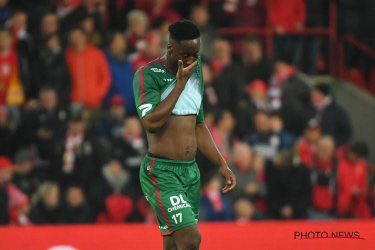 """Spelers krijgen raad van Dury, maar reageren toch heftig op rood Meïté: """"We zijn bestolen, ze zouden Lambrechts moeten schorsen!"""""""