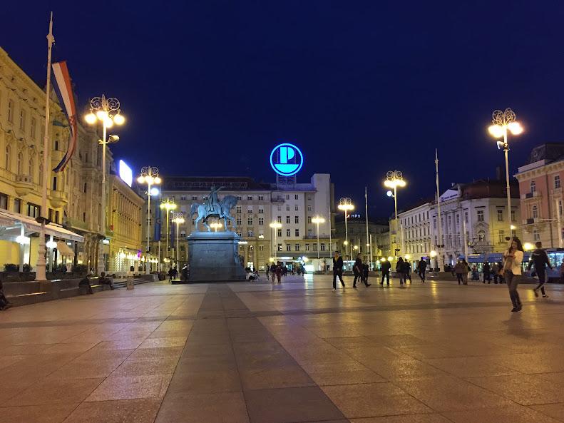 ザグレブ イェラチッチ広場