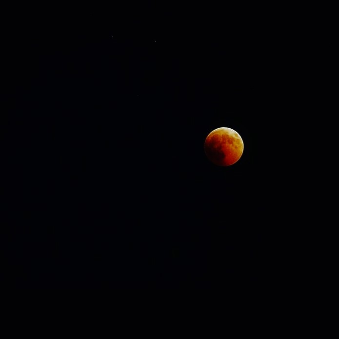 The Dark Side of the Moon  di giulia_giustarini