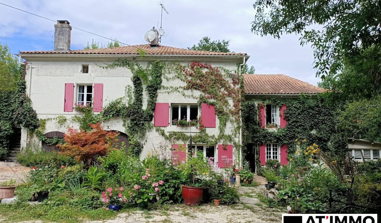Maison avec piscine et terrasse Péreuil