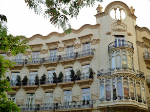 Photo: Edificio Gran Via Marques del Turia.Casa Chapa. Valencia.     http://www.viajesenfamilia.it/