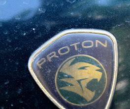 Photo: Proton - viena iš dviejų mašinas gaminančių Malaizijos kompanijų. Dėl didelių muitų dauguma malaizijiečių važinėjasi savo šalies mašinomis.  Proton - one of the two Malay car makers. Because of the high taxes for imported cars the most Malaysians are using their own made cars.