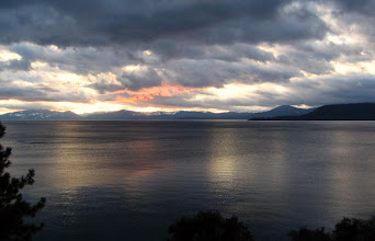 Photo: Lake Tahoe'da gün batıyor.