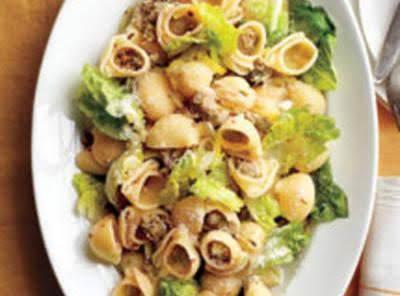 Pasta With Sausage, Leeks, & Lettuce