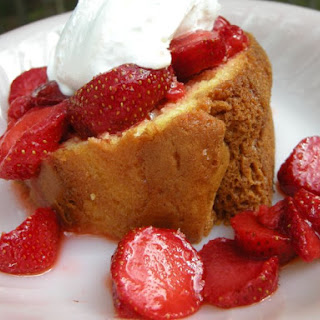 Simple Easy Pound Cake.