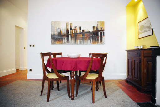 Dining area at 2 Bedroom Apartment in Louvre Near Seine