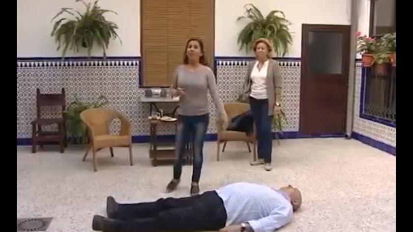 Fragmento del vídeo de Écija Comarca TV sobre cómo actuar en caso de infarto.