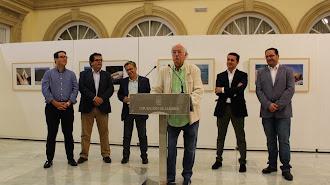 Pérez Siquier junto al presidente de la Diputación, el patrono de la Fundación Ibáñez-Cosentino y representantes institucionales.