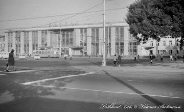 Photo: Железнодорожный вокзал в Ташкенте.  Май 1976 года.