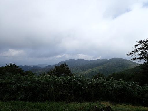 山頂から鷲ヶ岳方面