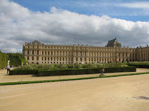 Photo: Just one wing of the Chateau. The entire Chateau is enormous. At some point there were close to 20,000 people there - the entire court and the Government. Louis XIV wanted to closely monitor his noblemen.