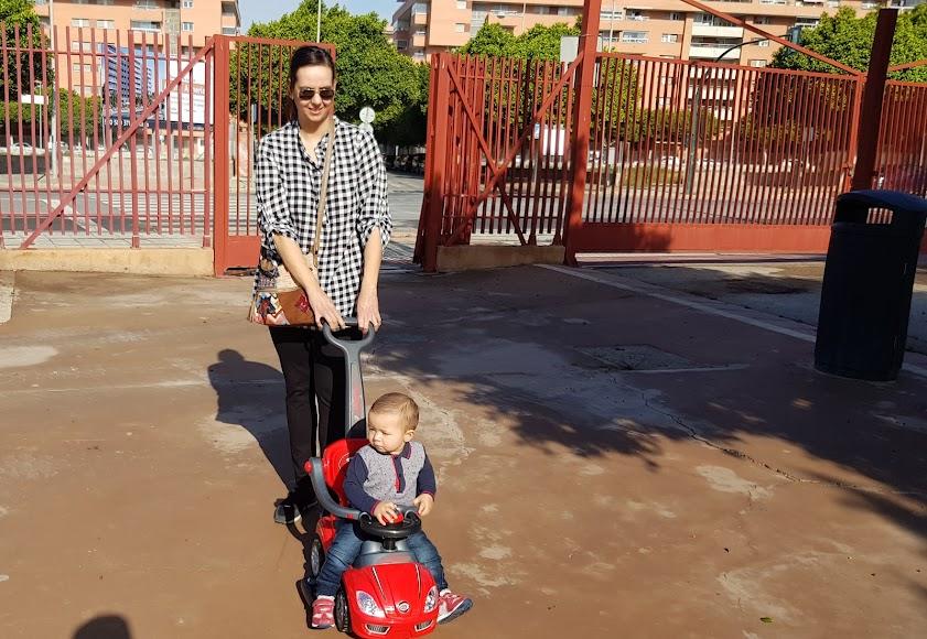 Laura y el pequeño Sergio (14 meses), en el Recinto Ferial.