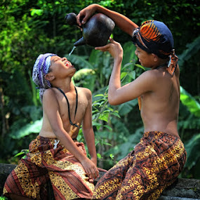 give me water.. brother by Caraka Pamungkas - Babies & Children Children Candids