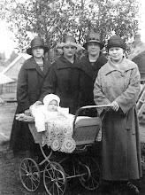 Photo: Blomin tyttäret Nisulassa 1925