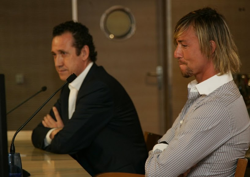 Con Jorge Valdano en rueda de prensa.